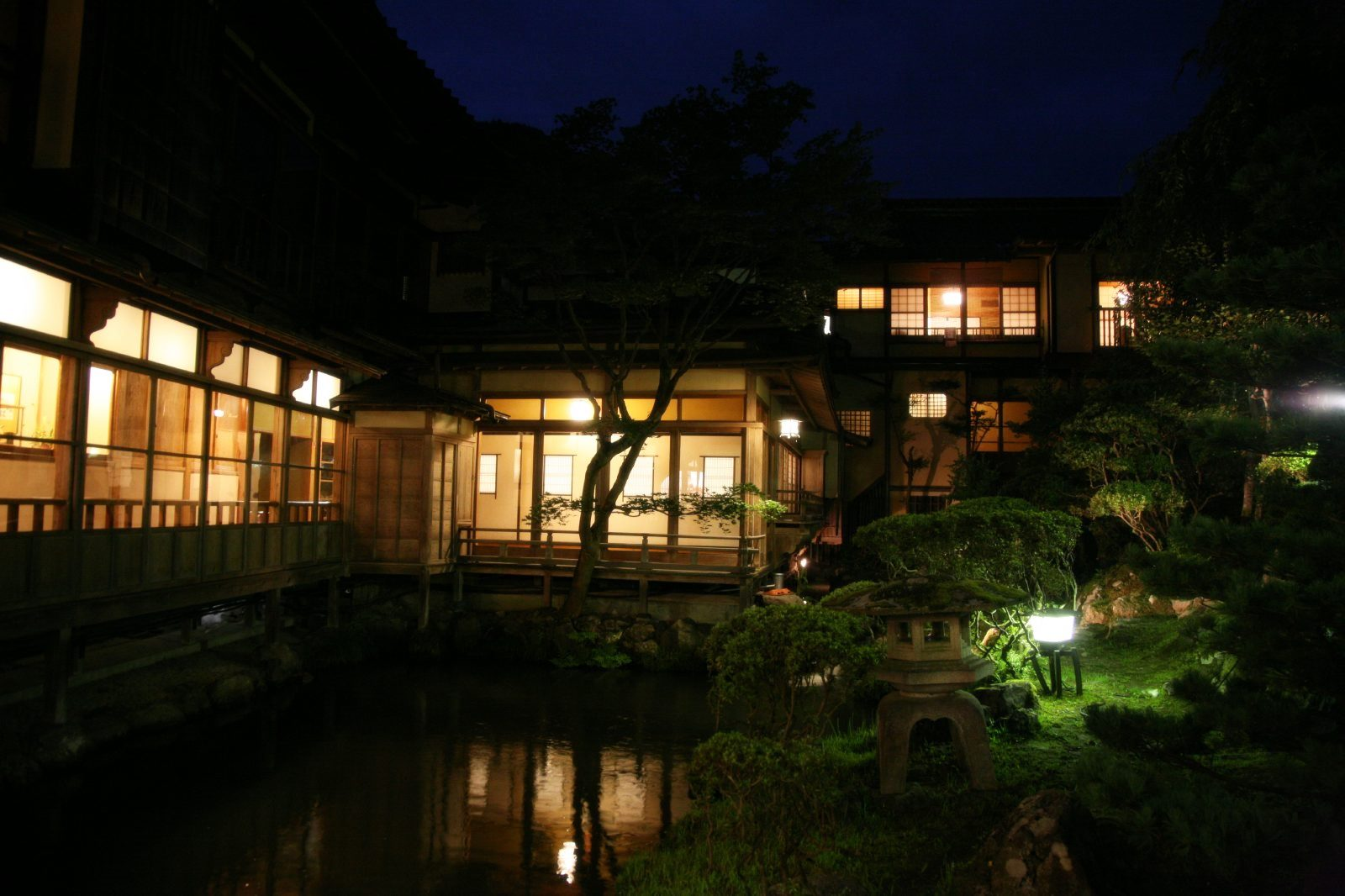 会津東山温泉「向瀧」