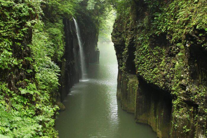 新緑の高千穂峡