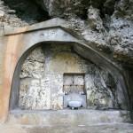 アマミチューの墓