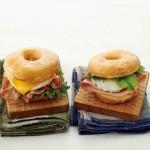 東京駅限定のドーナツサンドイッチに新作が登場!ドーナツにブルーチーズをあわせた「ドーナツサンドイッチ ハム&ブルーチーズ」