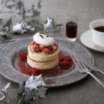 【キハチ カフェ】クリスマス限定パンケーキ「クリスマスベリーパンケーキ」