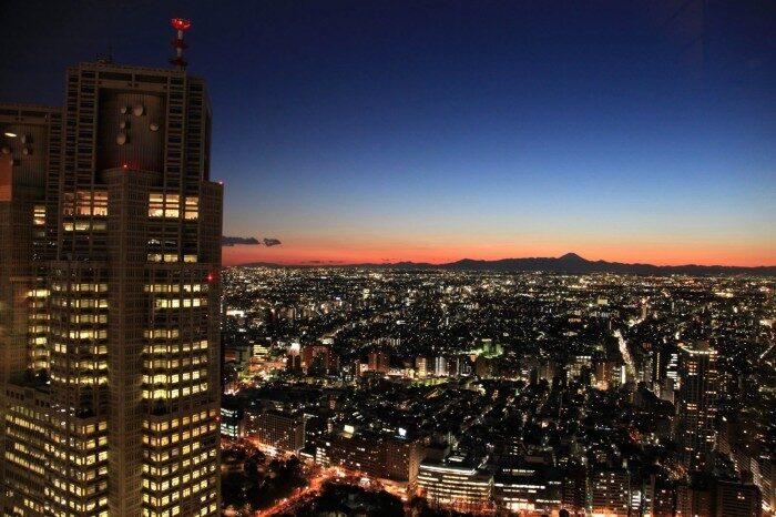 新宿 都庁と富士山