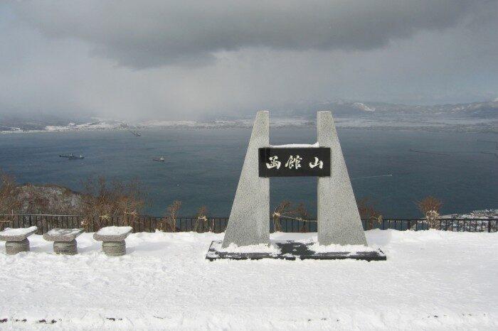 雪の函館山