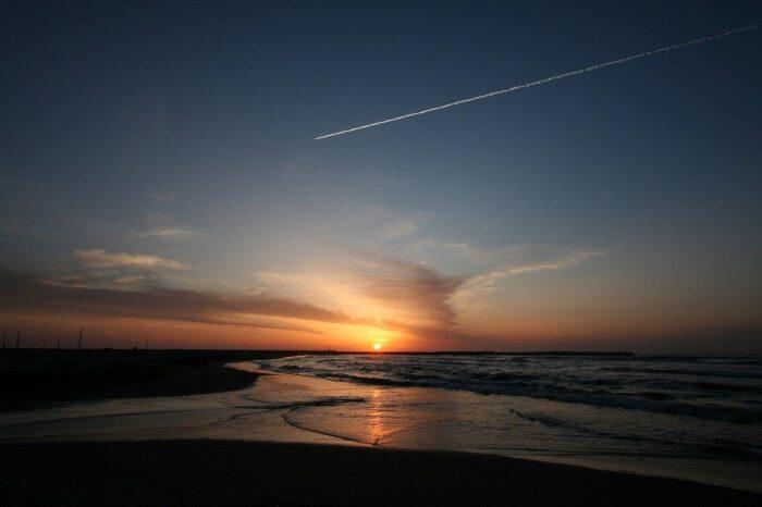寺泊の夕日と飛行機雲