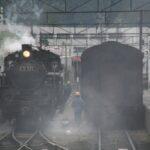 出発を待つ蒸気機関車