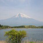 富士山と田貫湖と釣り人