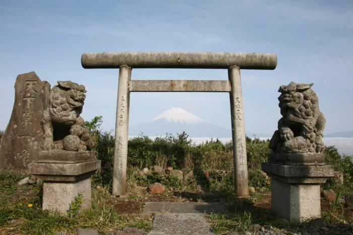 名勝駿河台から見る富士山