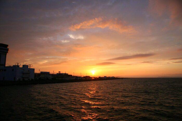 長崎空港と夕日