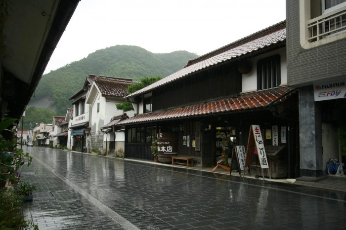 梅雨の津和野の町並み