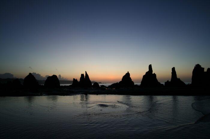 夜明けの橋杭岩