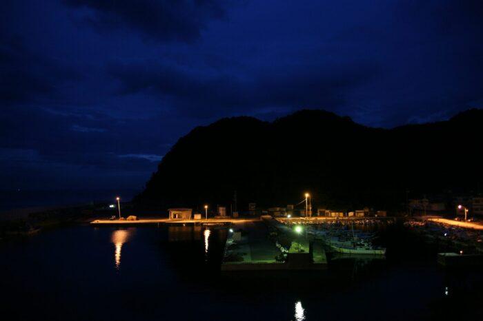夜明けの漁港