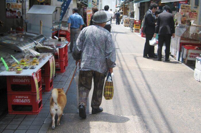 谷中銀座 犬とおばあちゃん
