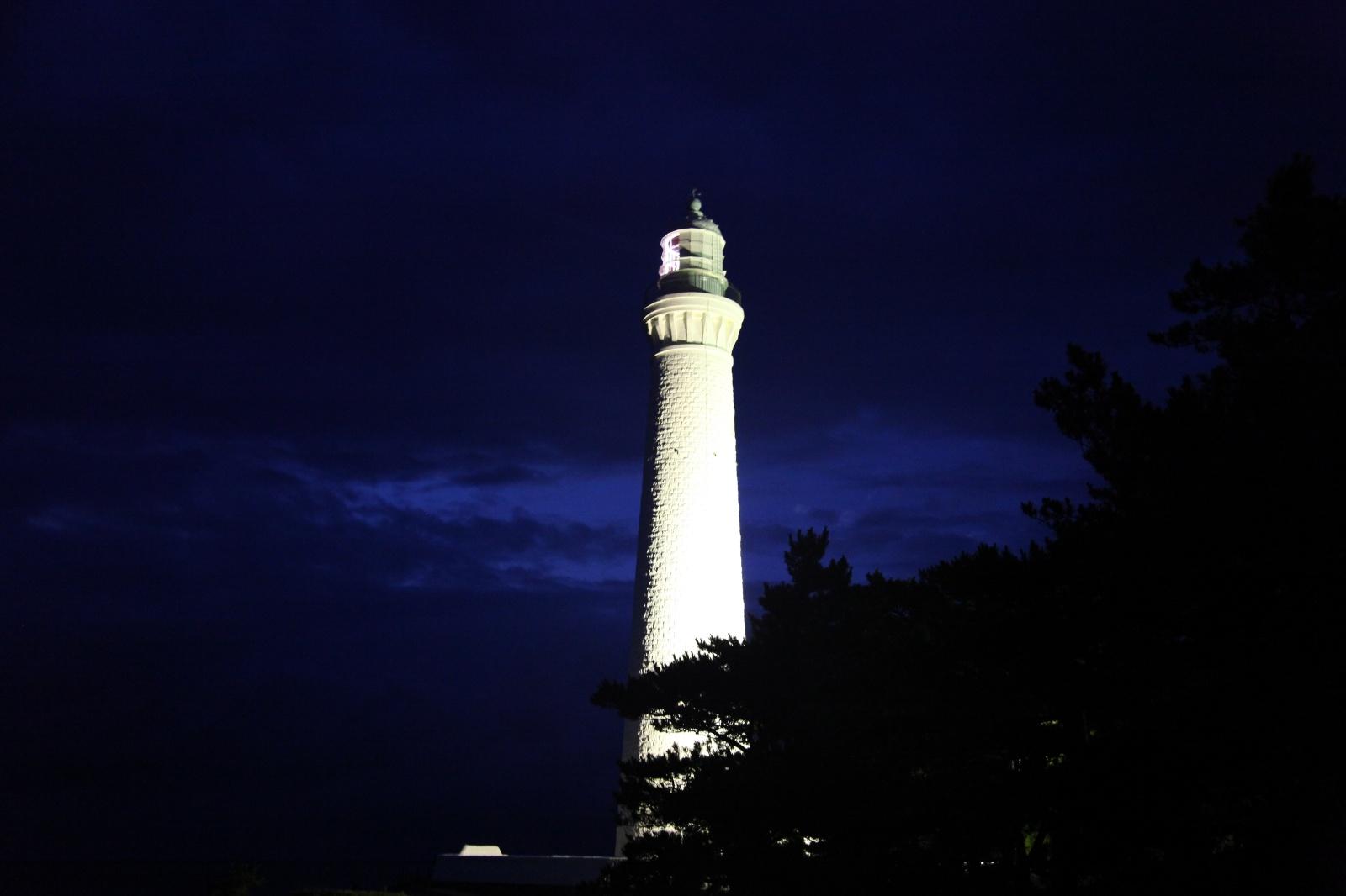 夜の日御碕灯台