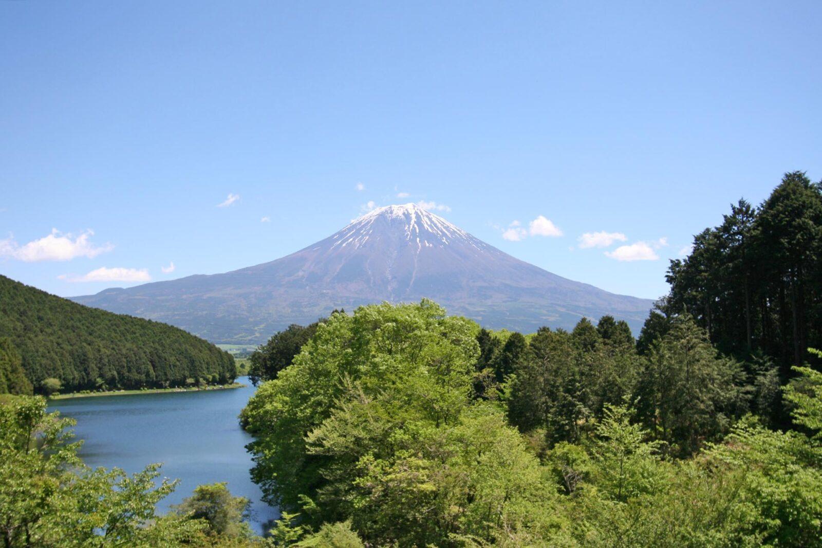田貫湖と初夏の富士山
