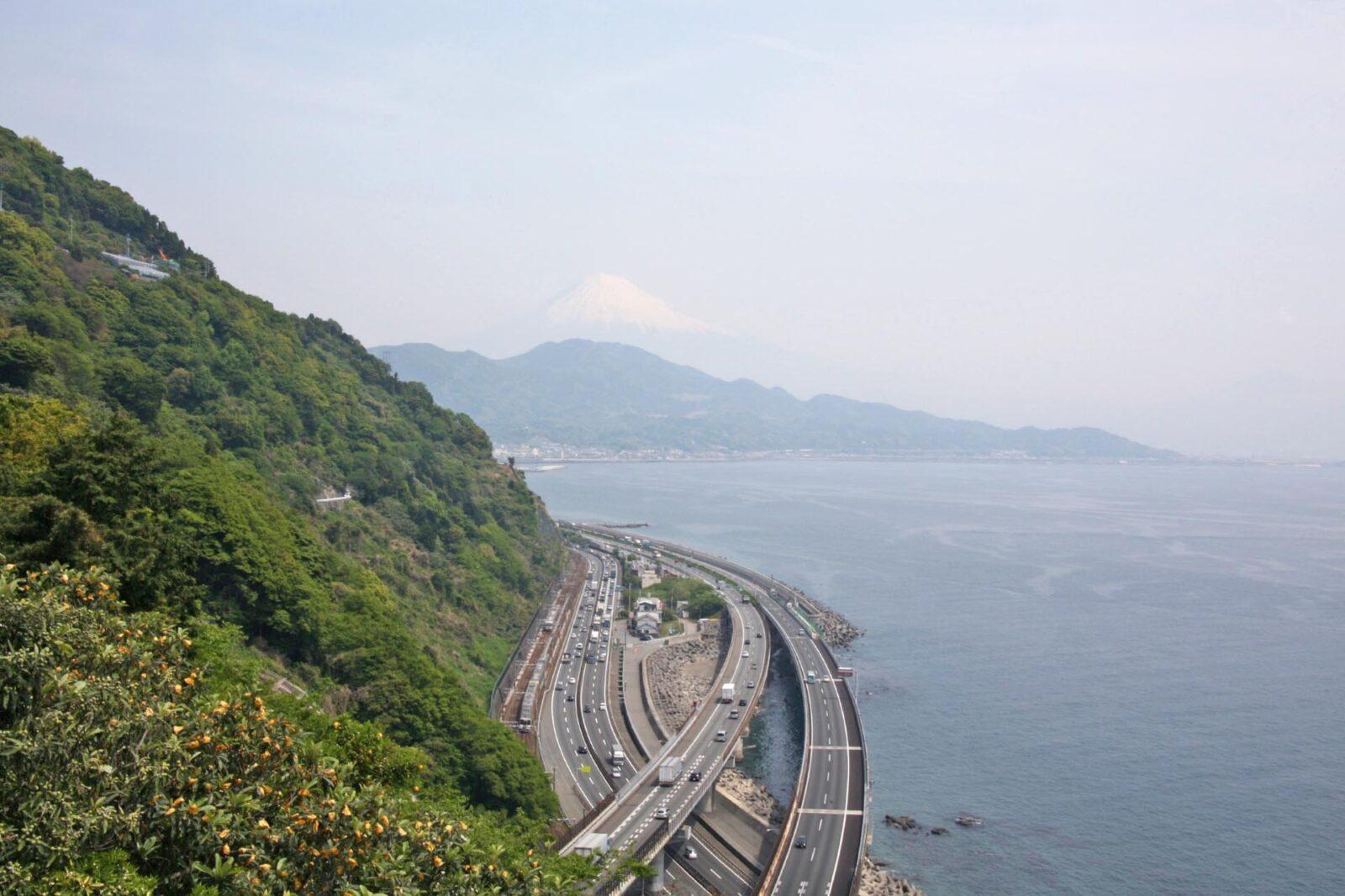さった峠から見る初夏の富士山