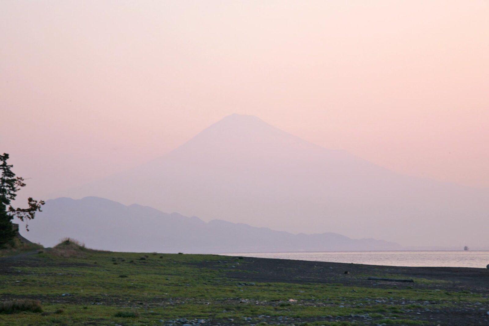 春の朝の富士山
