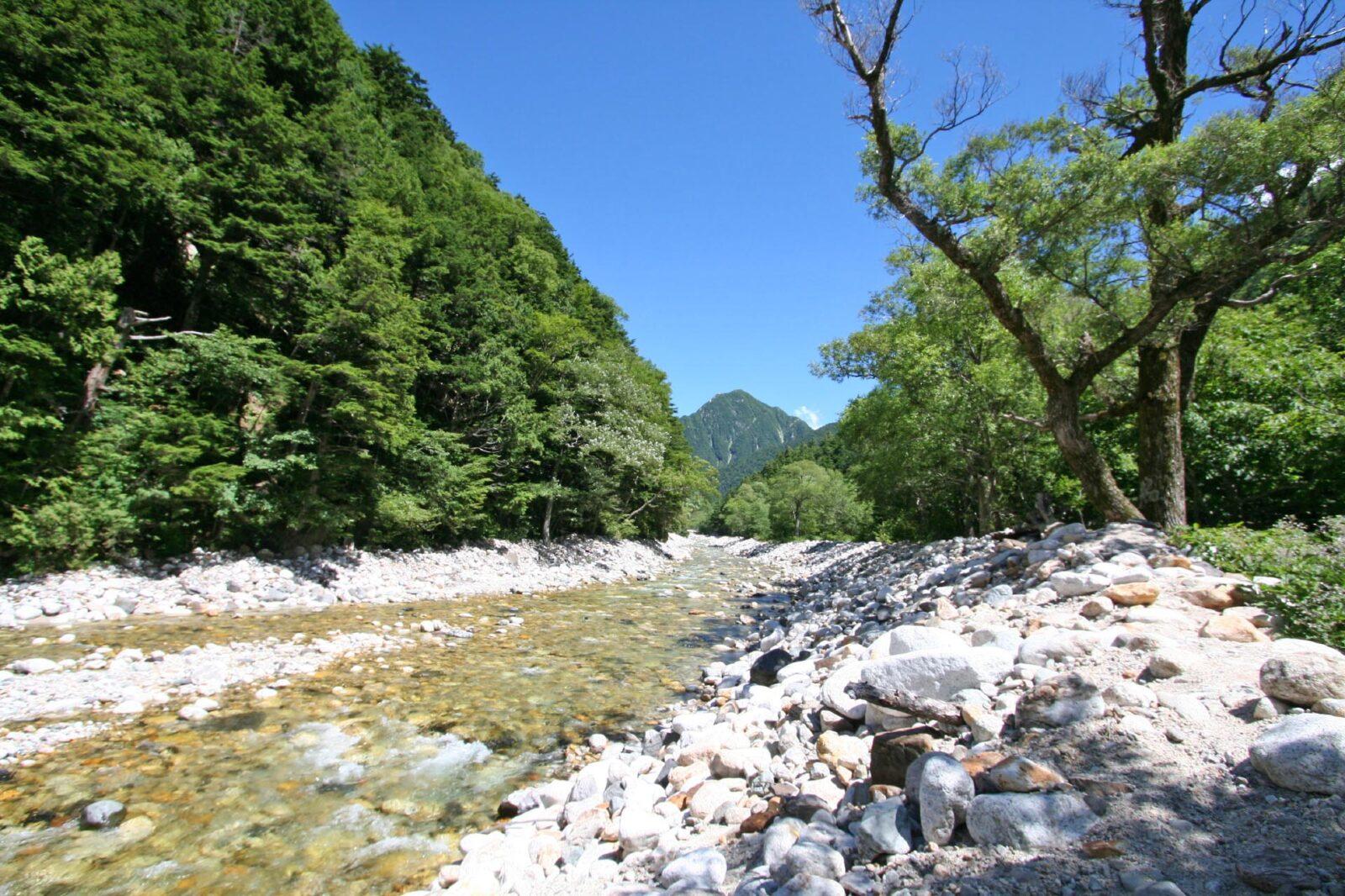 奥穂高岳をはじめとする穂高連峰へのアクセスとなる横尾