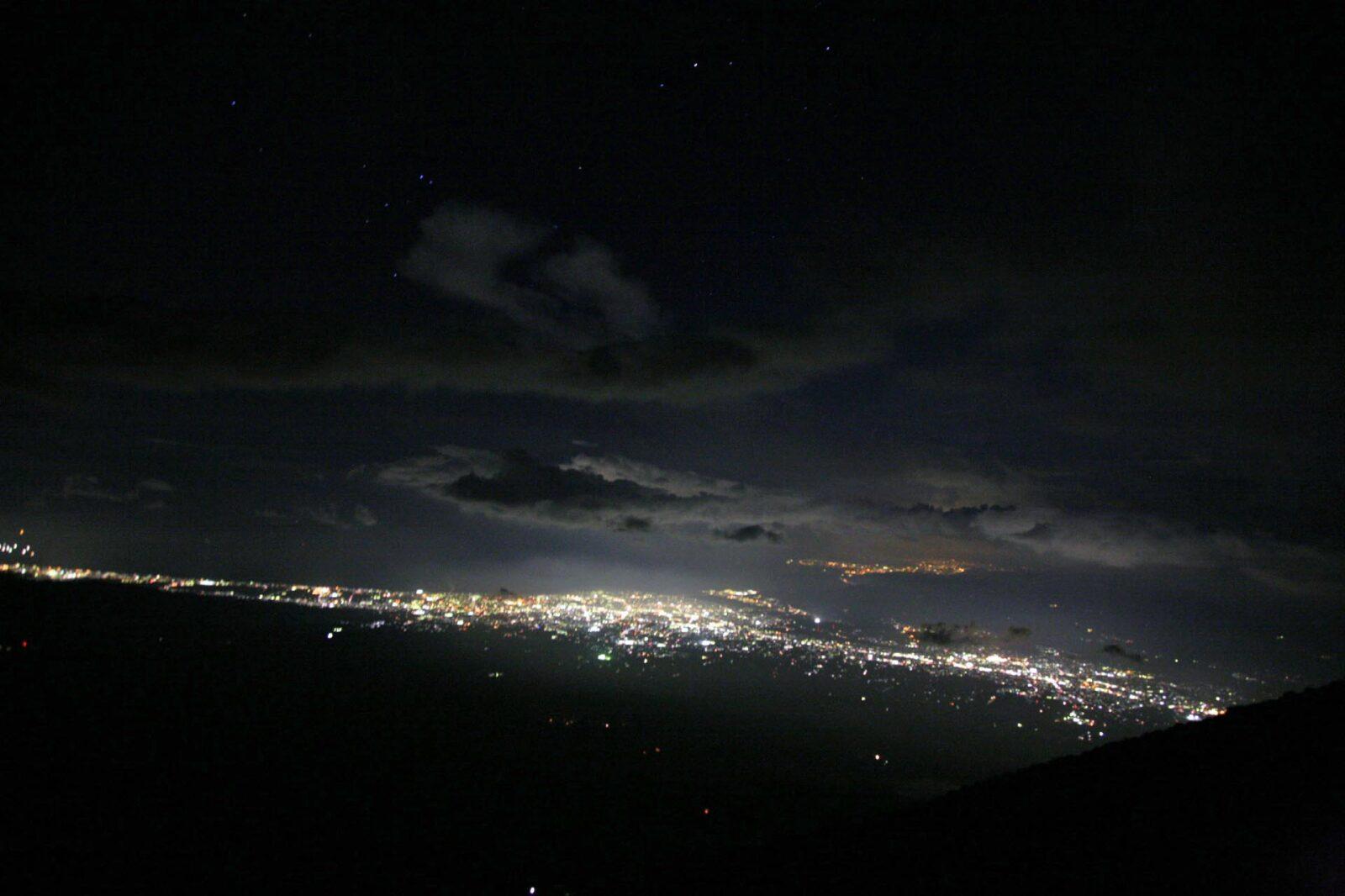 夜の富士山から見る風景